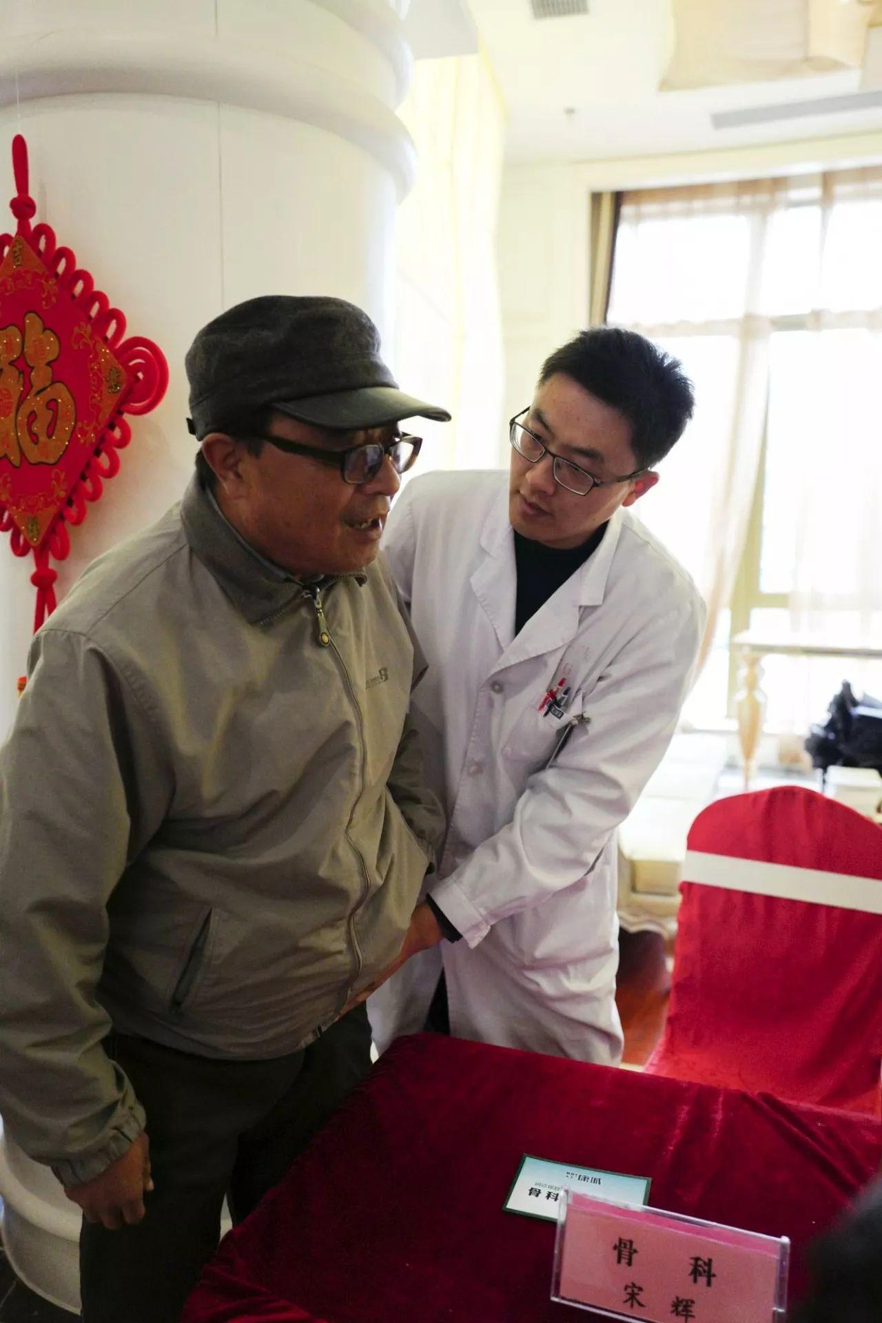 我院博士义诊团赴枫林天下·康城小区义诊_徐州第一图片